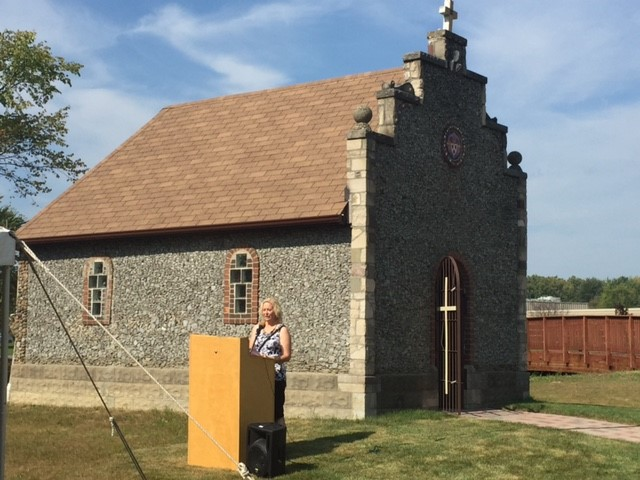 Elizabeth Furton, President of the Chesterfield Historical Society, welcomes guests and officiated the Ribbon Cutting Program.